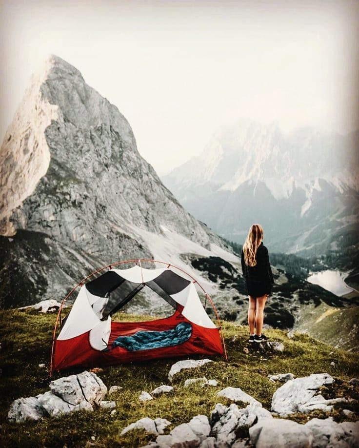 u kampu planinari kamp šator spavanje
